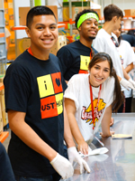 Freshmen Make 28,000 Meals for Community at Food Bank