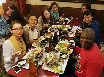 UST students eat lunch Taiwan style