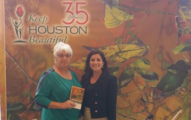 Master of Public Policy and Administration grad Natali Hurtado receives an award for the Hawes Hill & Associates community garden – University of St. Thomas – Houston, Texas